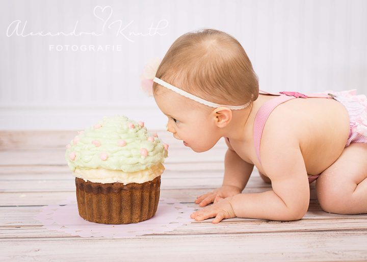 Smash the Cake, Lilly! Tortenshooting zum 1. Geburtstag