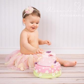 Smash the Cake, Emily! Tortenshooting zum 1. Geburtstag