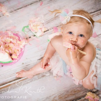 Smash the Cake, Mia! Tortenshooting zum 1. Geburtstag